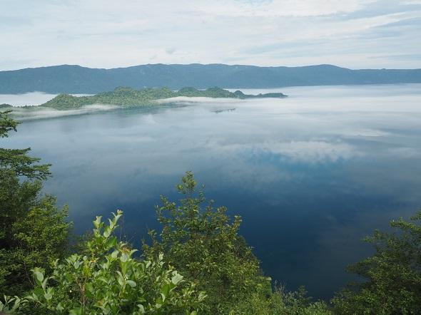霧の十和田湖1