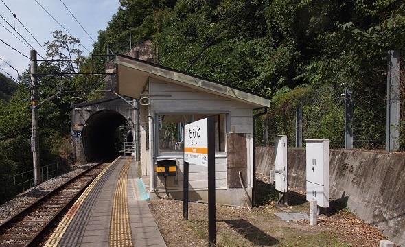 田本駅ホーム